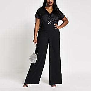 RI Plus - Zwarte jumpsuit met capemouwen en trens voor