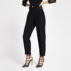 Zwarte tapstoelopende broek met hoge taille met gesp