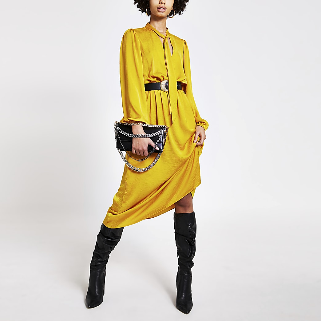 Robe mi-longue jaune à manches longues et col en V noué