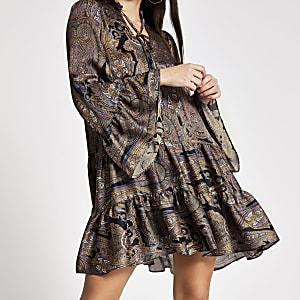 Gesmoktes Minikleid in Schwarz mit Paisley-Print