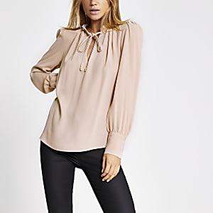 Langärmelige Bluse mit Rüschenausschnitt in hellem Pink