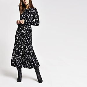 RI Petite - Zwarte gesmokte jurk met fijne bloemenprint