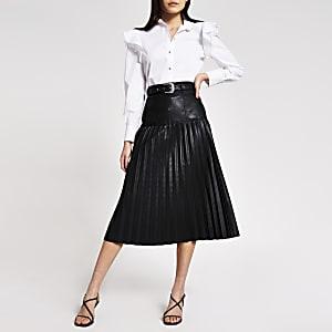 Jupe mi-longue plissée noire en cuir synthétique