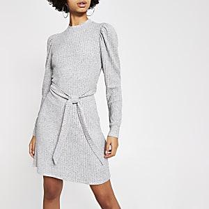 Grijze geribbelde mini-jurk met pofmouwen