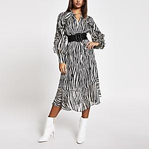 Zwarte midi-jurk met dierenprint en strikceintuur