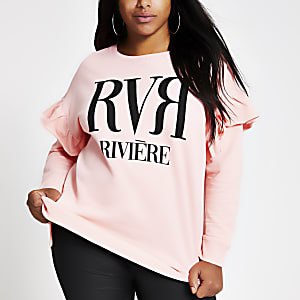 Plus – Rüschen-Sweatshirt in Hellrosa mir RVR-Print