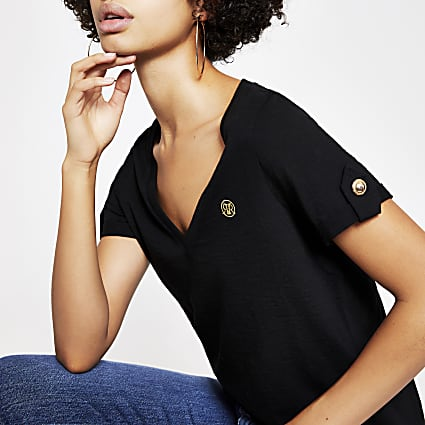 Black V neck turn-up short sleeve T-shirt