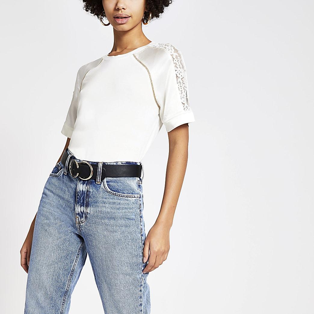 T-shirt crème avec manches en satin et dentelle