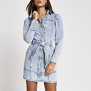 Mini-robe chemise en denimbleu clair à manches bouffantes