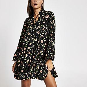 Zwarte gesmokte mini-jurk met rozenprint
