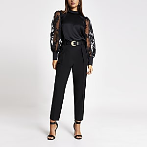 Zwarte blouse met organza pofmouwen en print