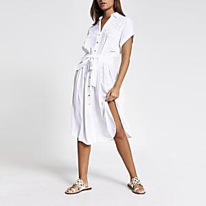 Robe chemise de plage mi-longue blanche brodée