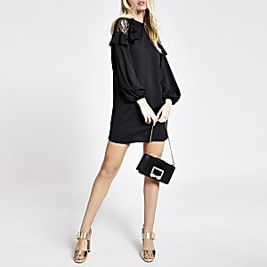 Schwarzes Mini-Swing-Kleid mit gerüschter Schulter aus Spitze