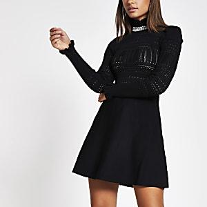 Schwarzes, gestricktes Pointelle-Kleid mit Rüschen und hochgestelltem Kragen