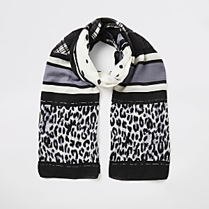 Schwarzer Schal mit verschiedenen Prints
