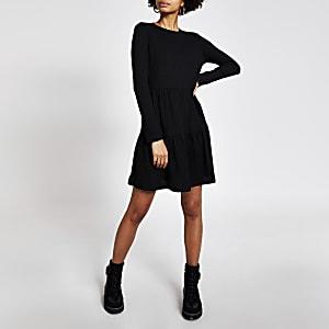 Schwarzes, langärmeliges Mini-Hängerkleid im Rippenstrick