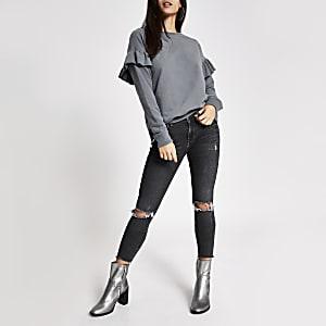 Graues, langärmeliges Sweatshirt mit Rüschen an der Schulter