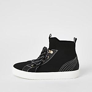 Zwarte hoge gebreide sneakers met contrasterend stiksel