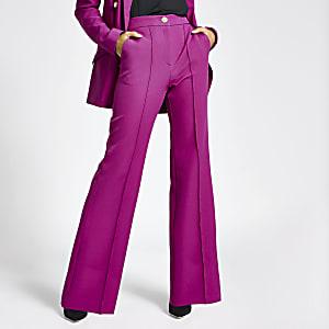 Paarse broek met wijd uitlopende pijpen