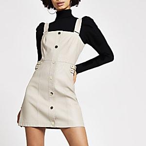 Mini-robe chasuble grège en cuir synthétique