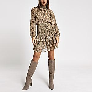 Braunes Minikleid mit Animal-Print und gesmokter Taille