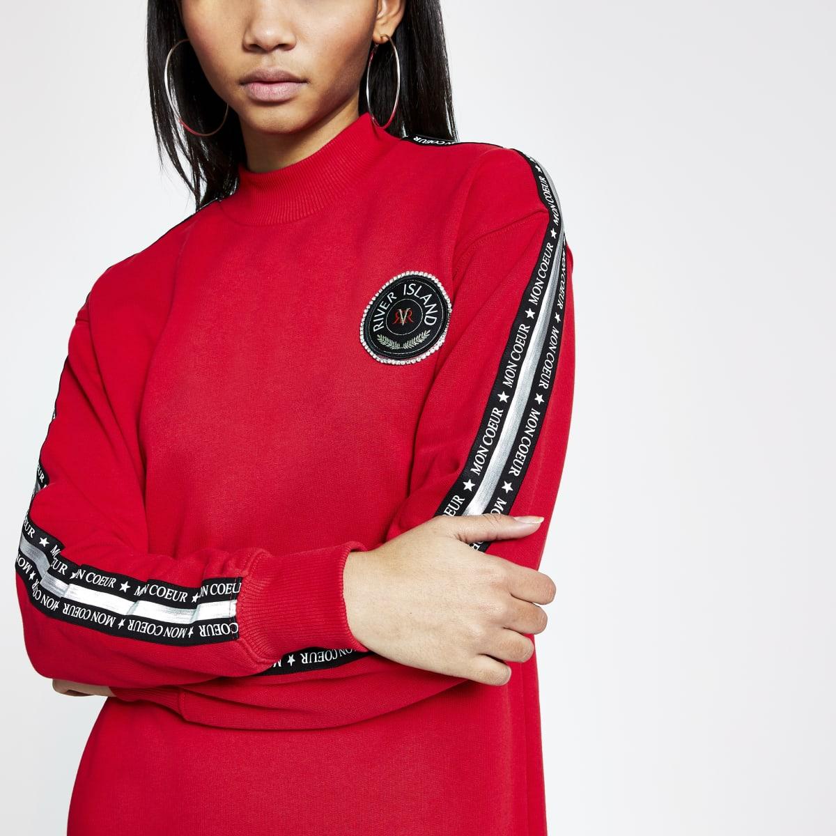 Rode lange sweater met print en tape langs de mouwen