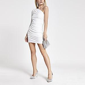 Einseitig schulterfreies Petite-Minikleid mit Rüschen in Weiß