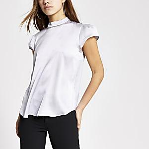 RI Petite - Zilverkleurige blouse met siersteentjes en korte mouwen