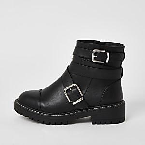 Zwarte stevige laarzen met brede pasvorm en bandje met gesp