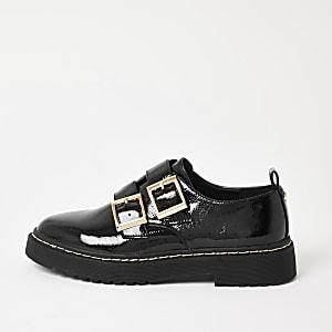 Klobige Lack-Loafer in Schwarz mit Schnallen