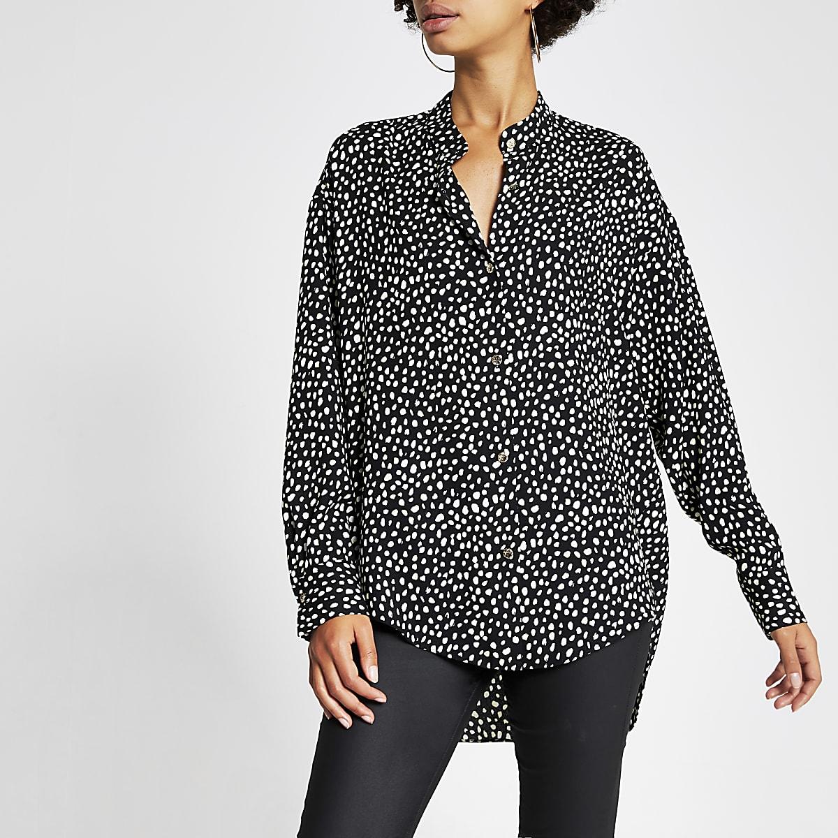Zwart overhemd zonder kraag met print en lange mouwen