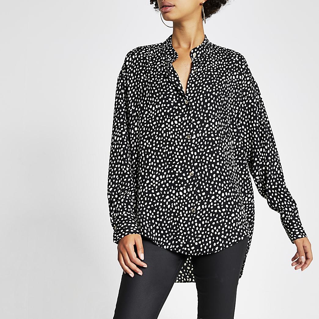 Schwarz gemusterte Bluse mit langen Ärmeln und Grandad-Kragen