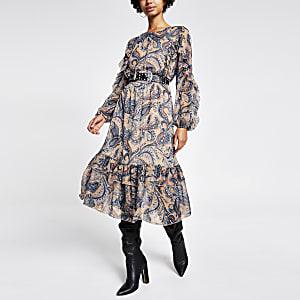Blauwe midi-jurk met strikceintuur, paisleyprint en ruches