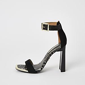 Schwarze, kaum vorhandene Sandalen mit Absatz und quadratischer Spitze