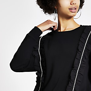 Langärmeliges schwarzes Sweatshirt mit Rüschen und Strassleiste