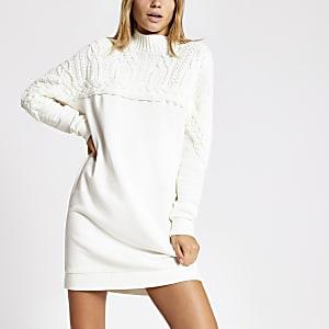 Cremefarbenes Sweatshirt-Kleid mit Zopfstrickmuster