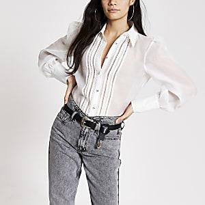 Weißes, langärmeliges, transparentes Hemd mit Stickerei