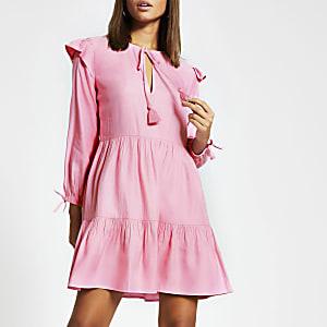 Roze gesmokte mini-jurk met lange mouwen en strik bij de hals