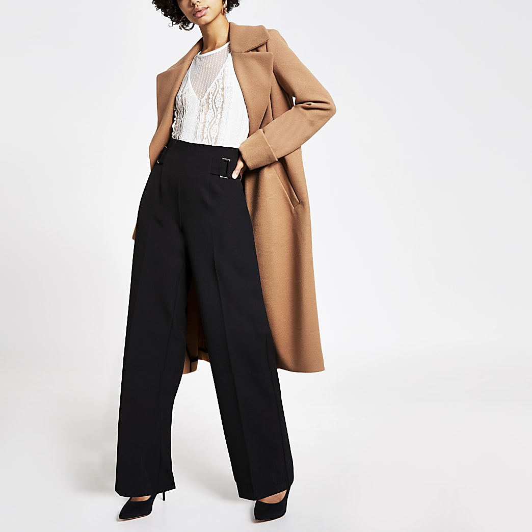 Zwarte broek met wijde pijpen en gesp aan zijkant