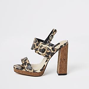 Braune Leoprint-Sandalen mit hohem Absatz und weiter Passform