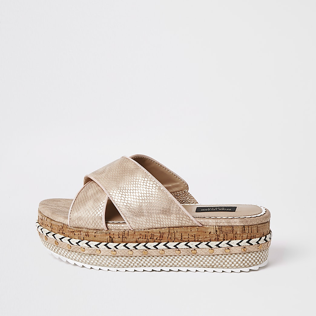 Roségouden wide fit sandalen met vlakke zool