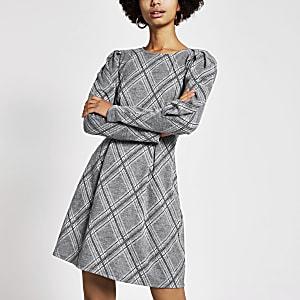 Grau kariertes, langärmeliges und tailliertes Minikleid