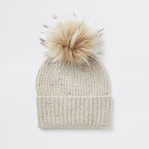 Bonnet beige en maille ornéede strass