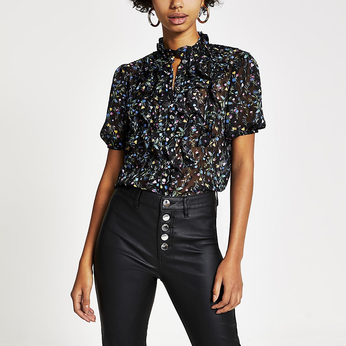 Zwarte blouse met bloemenprint en korte mouwen met ruches