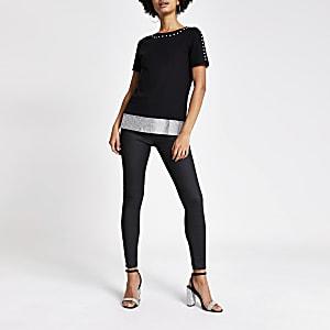 Zwart T-shirt met maliën en siersteentjes afwerking