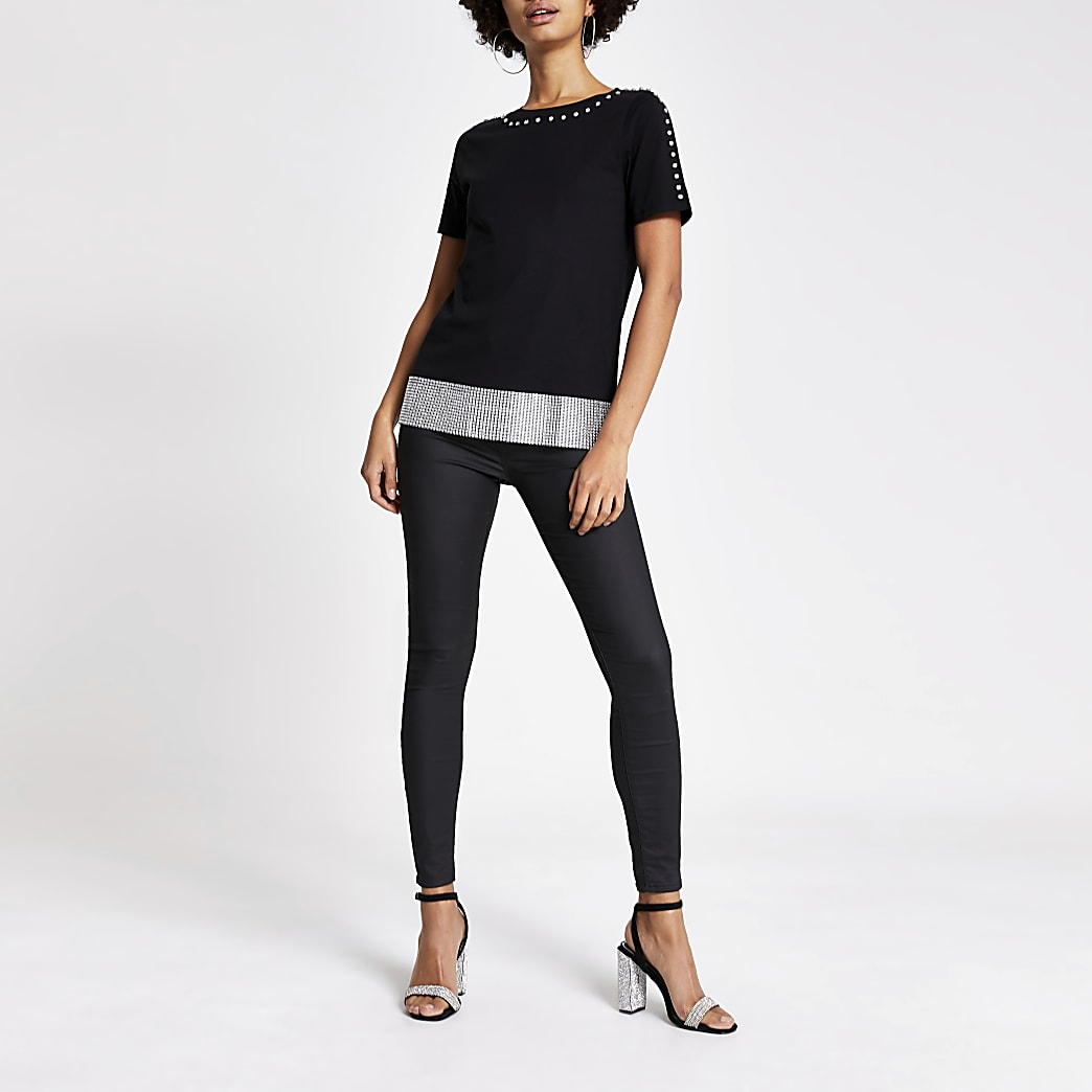 T-shirt noir avec bordure en cotte de maille à strass
