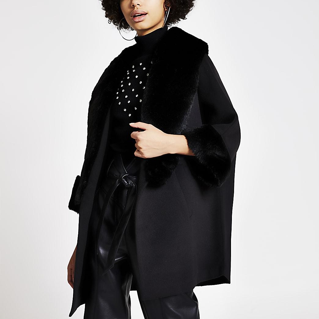 Manteau évasé style cape noir avec bordures en fausse fourrure