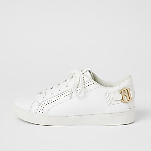 Witte sneakers met perforaties, vetersluiting en RI-letters