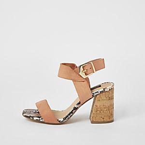 Pinke Sandalen mit Blockabsatz aus Kork und weiter Passform