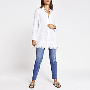 Wit lang overhemd met geborduurd kant